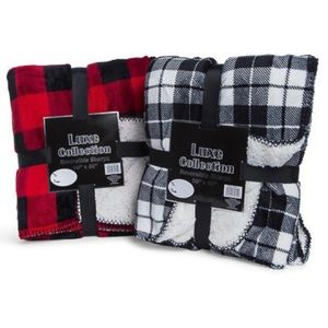 2 for $20 Luxe sherpa blanket 1 left in gray/white